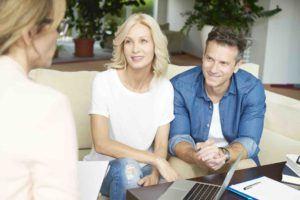 Ehepaar lässt sich erbrechtlich beraten