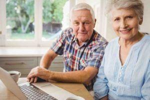 Älteres Ehepaar plant seinen Nachlass