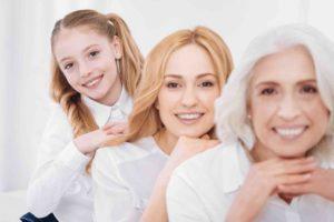 3 Generationenfamilie Oma, Mutter Tochter